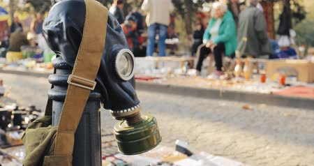 manifatura : Tbilisi, Georgia. Shop Flea Market Of Antiques Old Retro Vintage Things On Dry Bridge In Tbilisi. Old Soviet Gas Masks
