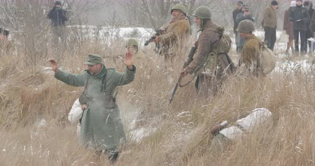 приехать : Gomel, Belarus - November 25, 2018: Re-enactor Dressed As Russian Soldiers Of World War II Performing Mopping-up Operation. German Wehrmacht Soldiers Come Out Of Ambush And Surrender To Captivity Стоковые видеозаписи