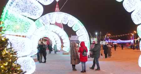 Gomel, Belarus - December 17, 2018: People Visiting Christmas Festive Decorations On Lenin Square During New Year, Winter Holidays Stok Video