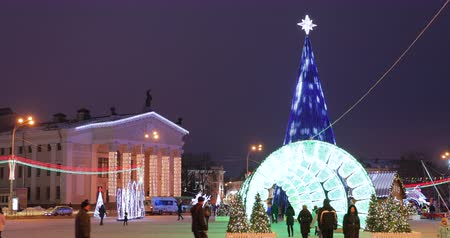 lenin : Gomel, Belarus - December 17, 2018: Gomel Regional Drama Theatre And Main Christmas Tree With Festive Illumination On Lenin Square. New Year, Winter Holidays In Belarus