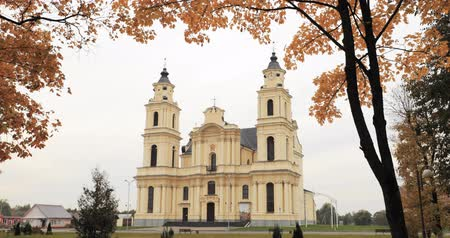 축복받은 : Budslau, Myadzyel Raion, Minsk Region, Belarus. Church Of Assumption Of Blessed Virgin Mary In Autumn Day