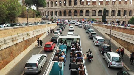 flavian : Rome, Italy - October 21, 2018: Colosseum. Red Hop On Hop Off Touristic Bus For Sightseeing In Street Near Flavian Amphitheatre. Famous World UNESCO Landmark. City Sightseeing Tour. slow motion.