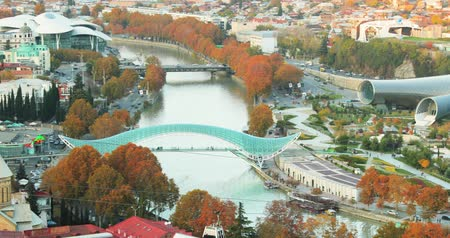 yaya köprüsü : Tbilisi, Georgia. Top View Of Famous Landmarks In Autumn Evening. Georgian Capital Skyline Cityscape. Bridge Of Peace, Concert Hall, Rike Park. Cableway Around Kura River