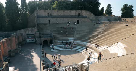 pompei : Pompeii, Italy - October 18, 2018: View Of Great Theatre Of Pompey In Sunny Day. UNESCO World Heritage Site