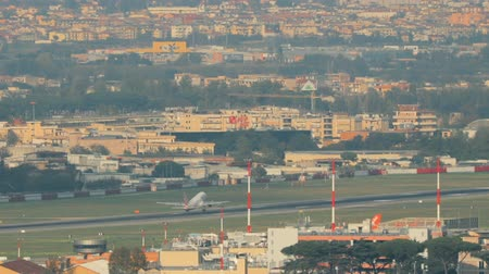 neapol : Naples, Italy. Aircraft Plane Take Off From Naples International Airport