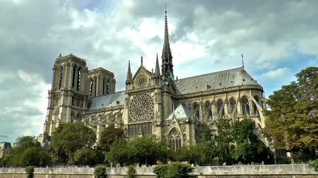 paříž : Timelapse of the Notre Dame cathedral under dramatic sky, Paris, France