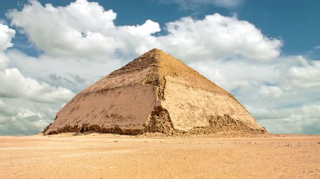 piramit : Timelapse of the Bent Pyramid in Dahshur, Egypt