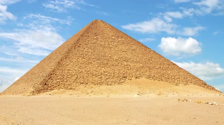 piramit : Timelapse of the Red North Pyramid in Dahshur, Egypt