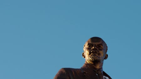 sosyalizm : SARANSK, RUSSIA - JANUARY 21, 2017: Bronze monument of Lenin