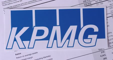 szemléltető : SARANSK, RUSSIA - NOVEMBER 05, 2017: KPMG logo with financial reports.