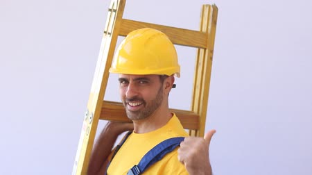 vállalkozó : Construction worker with contractors ladder Stock mozgókép