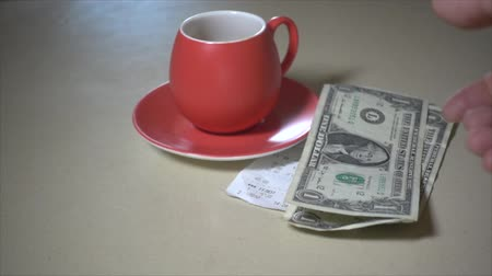 despesas gerais : Shot of Paying the coffee bill in super slow motion Vídeos