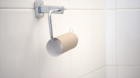 sedes : Shot of Running out of toilet paper Wideo