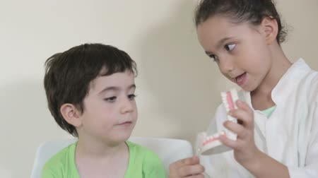 boca aberta : Shot of Kid dentist teach another kid about mouth hygiene Stock Footage