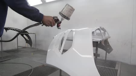 運輸 : Shot of Airbrushing car parts with sound