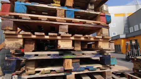 tektura : Wooden pallets for loading goods into containers