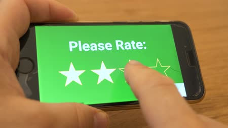 előny : Rating in mobile app concept