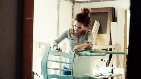 craftswoman : Small business of a young woman.