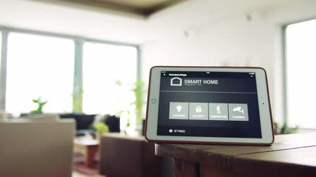 termostat : A tablet with smart home screen.