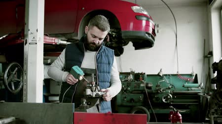clamp : Man mechanic repairing a car in a garage. Stock Footage