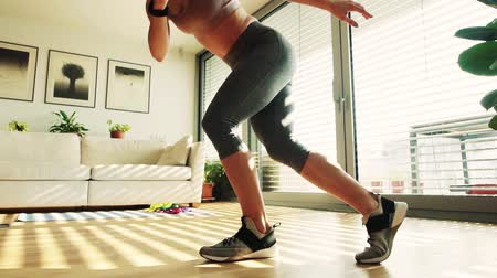 Young fitness woman doing exercise at home. Vídeos