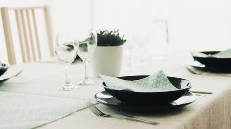 obrus : A table set for dinner at home. Wideo