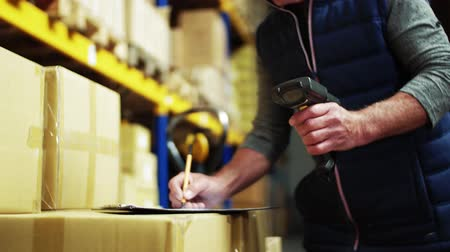 отправка : An unrecognizable senior male warehouse worker or a supervisor with barcode scanner.