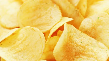 brambory : Rotating potato chips, macro view food background Dostupné videozáznamy