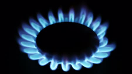 fogão : Natural gas inflammation in stove burner, close up view Stock Footage