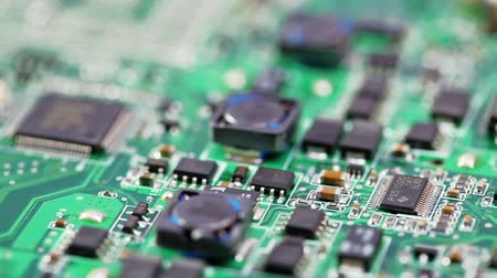 notebooklar : Fly over computer circuit board, electronic technology background Stok Video