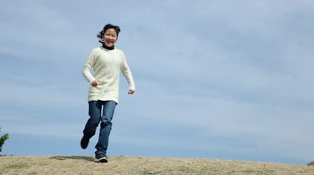 Japanese girl running in the blue sky Wideo