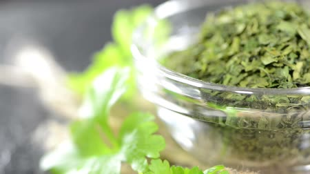 kurutulmuş : Dried Parsley in a bowl (not loopable)
