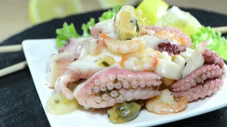 kalmar : Seafood Salad (loopable video) Dostupné videozáznamy