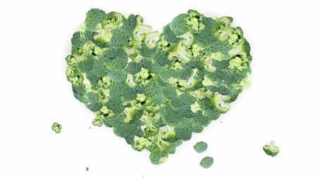 сырой : Broccoli forming a Heart