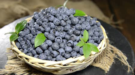 jagody : Portion of Blueberries as seamless loopable full HD (1920x1080) video Wideo