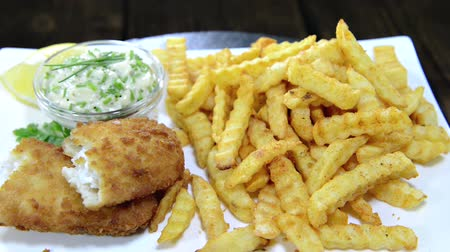 carne : Fish with a portion of French Fries (loopable)