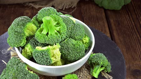 brocoli : Gedeelte van rauwe broccoli (naadloze loopable full HD video)