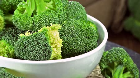 brocoli : Verse Broccoli als naadloze loopable full HD video Stockvideo