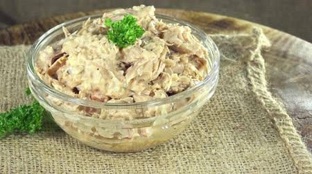 диета : Portion of Tuna Salad (not seamless loopable 4K UHD footage)