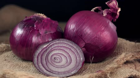 cebula : Rotating red Onions not loopable, 4K