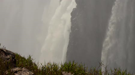 detalhado : Victoria Falls filmed on the Zimbabwe side as 4K UHD footage