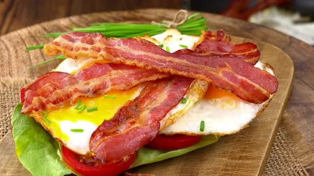반찬 : Fried Eggs with Bacon (not loopable; 4K)