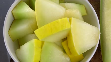 мускусная дыня : Honeydew Melon (chopped) as seamless loopable rotating 4K UHD footage