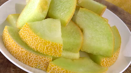 мускусная дыня : Rotating Chopped Honeydew Melon (not loopable; 4K)