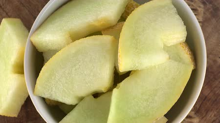 мускусная дыня : Rotating Chopped Honeydew Melon (seamless loopable; 4K)