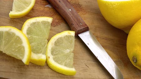 savanyú : Rotating chopped Lemons (seamless loopable 4K UHD footage)