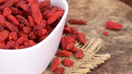 gedroogde vruchten : Dry Goji Berries as seamless loopable rotating 4K UHD footage Stockvideo