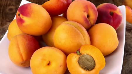 damascos : Fresh Apricots as seamless loopable 4K footage Stock Footage