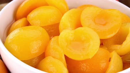 enlatamento : Canned Apricots as seamless loopable rotating 4K UHD footage