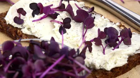twarożek : Fresh made Bread with Cream Cheese and Cress (rotating) as seamless loopable 4K UHD footage) Wideo